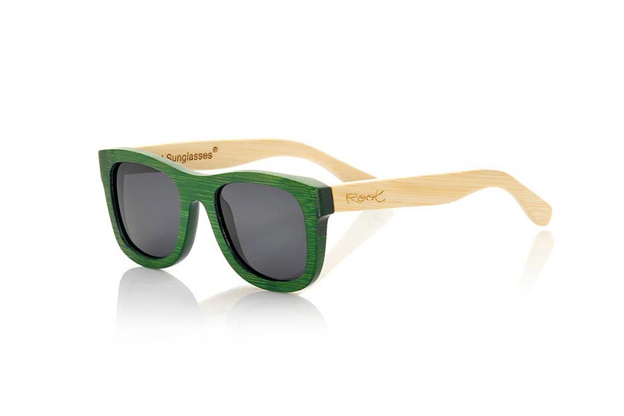 Wood eyewear of Bamboo modelo AMAZONIAN S. The Amazonian sunglasses are made of bamboo wood combining the green tinted front with the natural bamboo sideburns, its a classic frame with a small size for people who feel better glasses  Small. The Amazonians are a green bet that keeps your eyes clean. Frontal Measurement: 136x44mm | Root Sunglasses®
