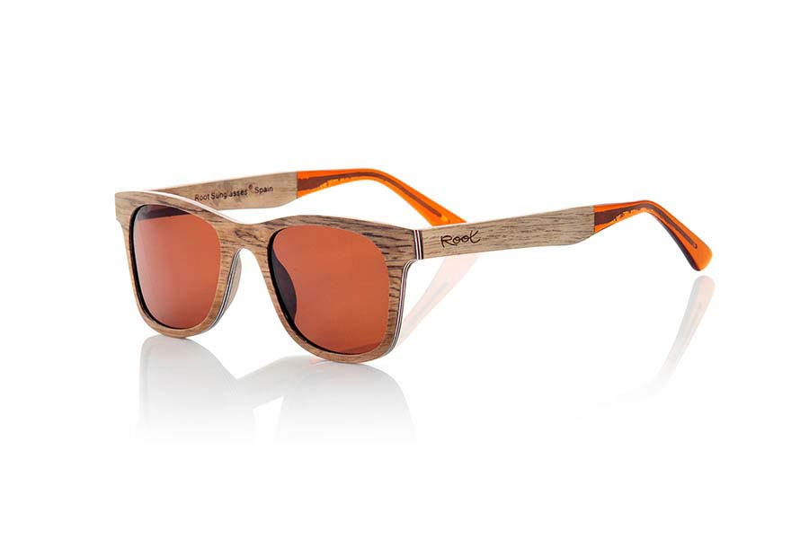 Wood eyewear of Pear modelo PALAU. PALAU sunglasses are made manually with pear wood. This stunning model has been fabricated aluminum sheets sandwiching between several thin layers of wood Peral. The result is a beautiful model, ultra-thin (4mm only) and ultra resistant. The end of the rod is finished in clear acetate quality which allows to adjust the curvature of the rods in the ears if necessary. PALAU sunglasses will surprise you with the beauty of wood finesse its lightness and strength. PALAU sunglasses include a practical folding case that keeps your glasses safe when they are  inside and takes up very little space when folded.Front Measure: 140x47mm | Root Sunglasses®