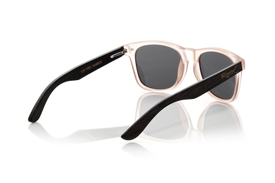 Wood eyewear of Bambú SUN PINK MX. The Sun pink sunglasses are made with the front in matte transparent light pink synthetic material and the black dyed natural bamboo wood sideburns combined with three colors of lenses that suit your style. Frontal measurement: 148x50mm  |  Root Sunglasses®