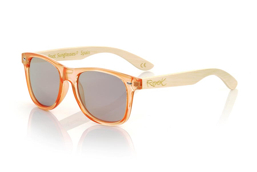 Wood eyewear of Bambú modelo CANDY ORANGE DS. The Candy ORANGE DS sunglasses are made with the front in transparent glossy clear Orange synthetic material and natural bamboo wood sideburns combined with four colors of lenses that will allow you to adapt them to your style. Frontal measurement: 148x50mm | Root Sunglasses®