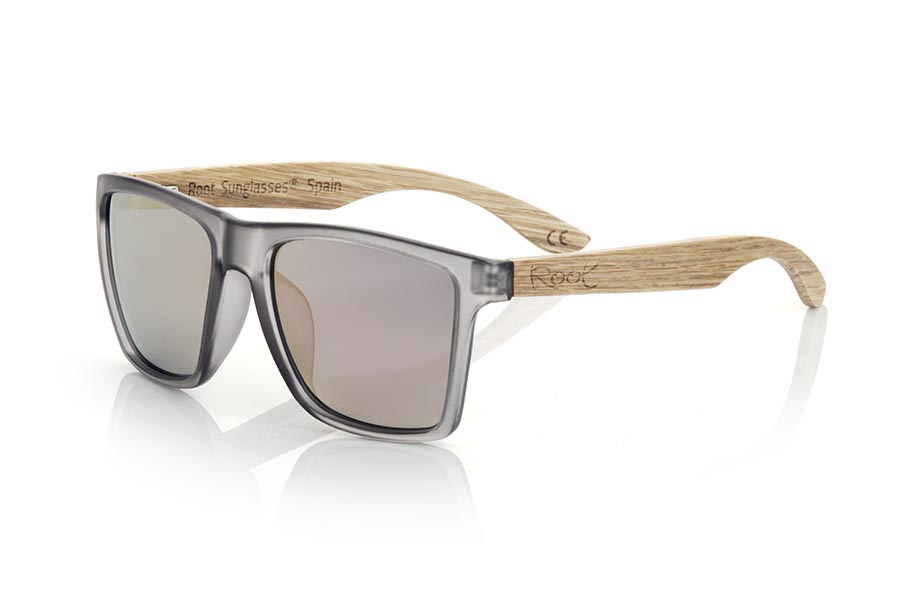 Wood eyewear of zebra modelo RUN GREY DS. The RUN GREY DS sunglasses are made with the front of transparent grey matte synthetic material and the temples in zebrano wood, it is a very masculine angular square model with an air to the famous okley combined with four lens colors that are They will adapt perfectly to your taste and your modern style. Front Measurement: 144X51mm | Root Sunglasses®