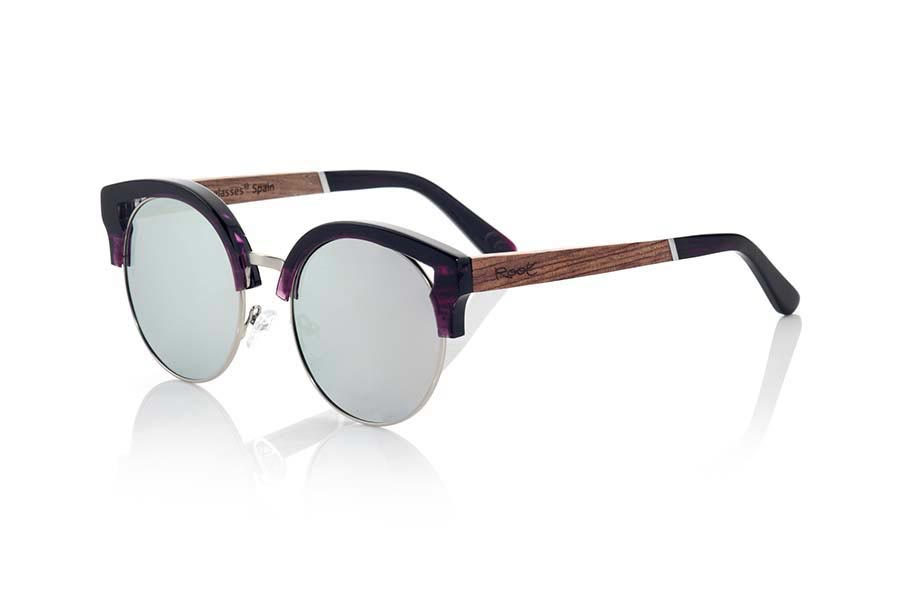 Wood eyewear of Rosewood modelo ARYA. ARYA sunglasses of the MIXED PREMIUM series are manufactured with the front in acetate high-quality color purple and sideburns in natural ROSEWOOD finished in Rod covered in black acetate that can be adjusted if necessary. It's a model with eyebrow stylish acetate which sit perfectly to them. The quality of the materials and their perfect completion will surprise you. Front size: 140x54mm | Root Sunglasses®