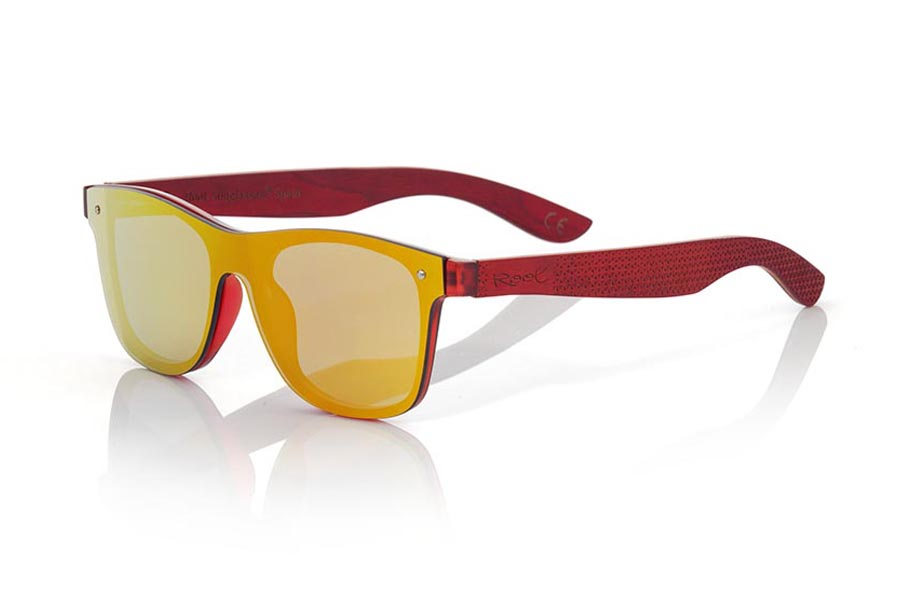 Wood eyewear of Skateboard modelo SKY RED. The SKY RED sunglasses are made with the front of red transparent synthetic material and the laminated maple skateboard wood sideburns engraved with an ethnic pattern, it is a latest trend model, flat lenses <b> non-polarized PC </b> They cover the whole front. Frontal measurement: 152X48mm | Root Sunglasses®