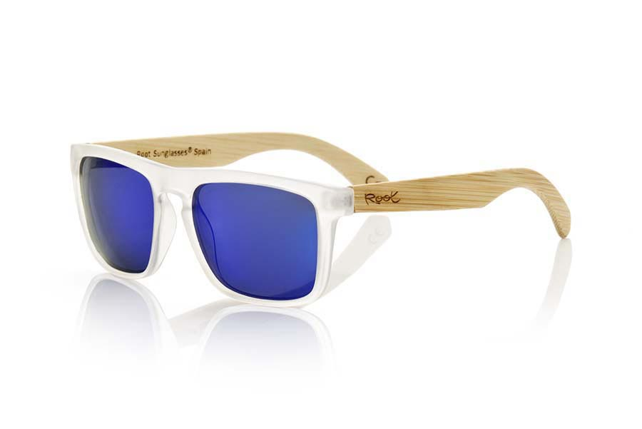 Wood eyewear of Bamboo modelo WAVE TR. WAVE TR sunglasses are made of transparent white plastic front and sideburns in bamboo, it's a very masculine agunloso square model with a look at the famous okley combined with four colors of lenses that will adapt perfectly to your taste and to your modern style. Front size: 145X50mm | Root Sunglasses®