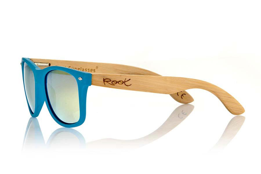 Wood eyewear of Bamboo MATT BLUE. The Matt Blue sunglasses are made with sinthetic front in blue matte color and sideburns in natural bamboo combined with four lens colors that will adapt perfectly to your taste and your modern style. Front Measure: 148x50mm  |  Root Sunglasses®