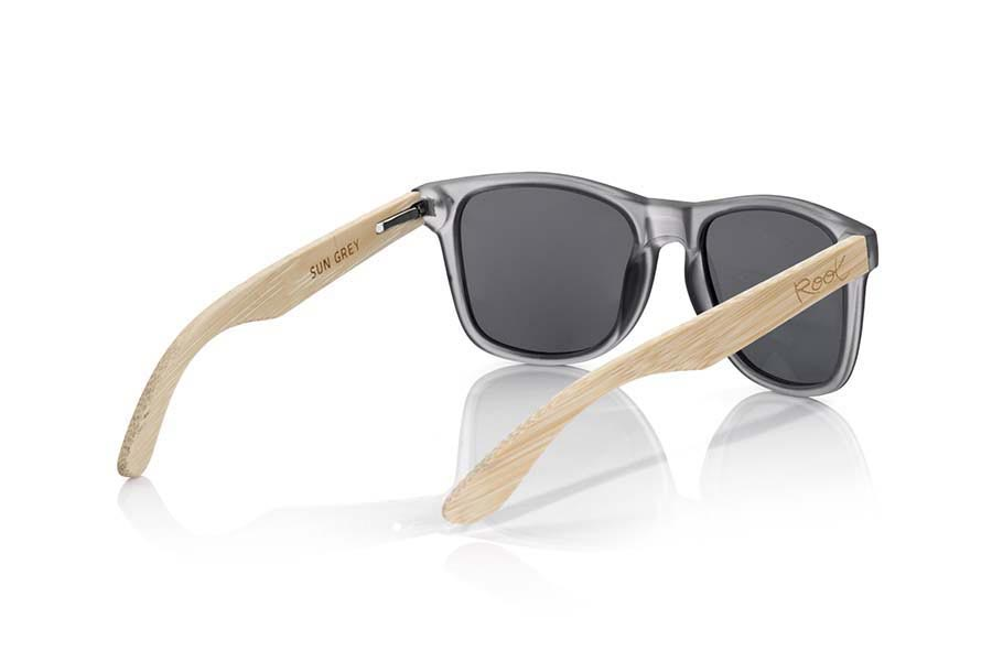 Wood eyewear of Bamboo SUN GREY MX. SUN GREY MX sunglasses are manufactured with the front panel transparent matte grey plastic and natural bamboo wood pins combined with four colors of lenses that allow you to adapt to your style. Front size: 145x48mm  |  Root Sunglasses®