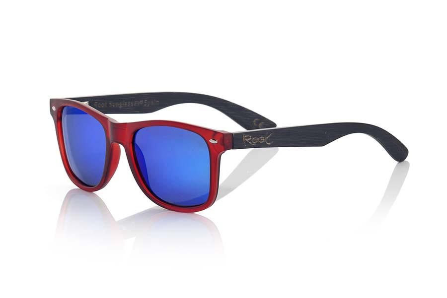 Wood eyewear of Bamboo modelo SUN RED MX. SUN network MX sunglasses are manufactured with the front panel red matte transparent synthetic material and natural bamboo wood pins combined with four colors of lenses that allow you to adapt to your style. Front size: 145x48mm | Root Sunglasses®