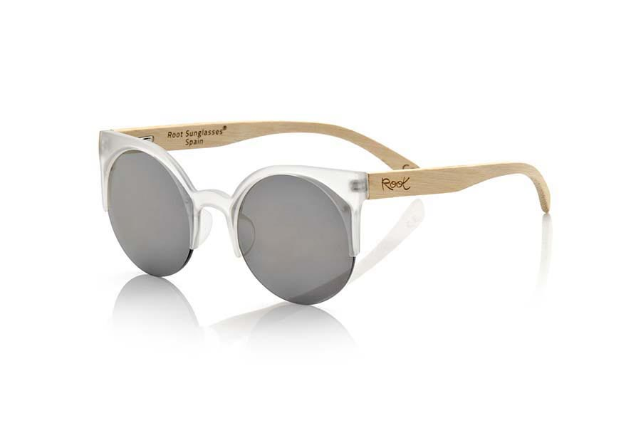 Wood eyewear of Bamboo modelo CAT TR. CAT TORTOISESHELL sunglasses are made with the plastic transparent color front and sideburns in natural bamboo wood, it's an open round model with straight eyebrow more aimed at a female audience combined with four colors of lenses. Front size: 135X53mm | Root Sunglasses®