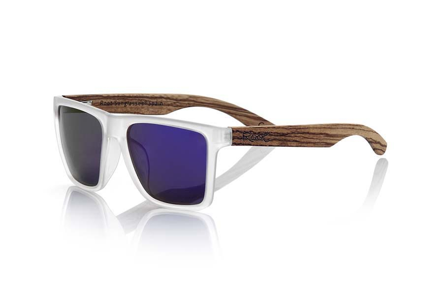 Wood eyewear of Zebra modelo RUN TR. RUN TR sunglasses are made of transparent matte plastic front and ZEBRA wood pins, it's a very male angled square model with a look at the famous okley combined with four colors of lenses that will adapt perfectly to your taste and to your modern style. Front size: 144X51mm | Root Sunglasses®
