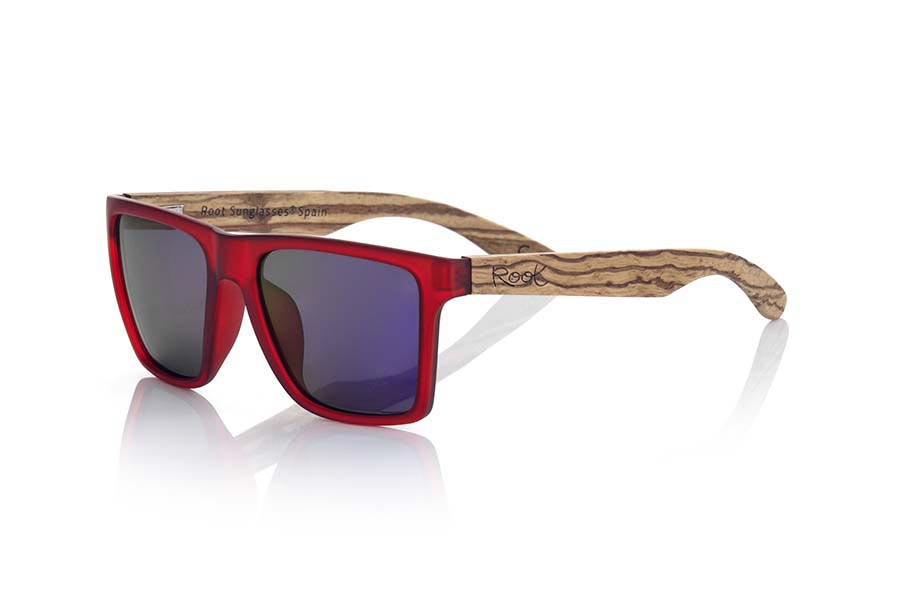 Wood eyewear of Zebra modelo RUN RED. RUN RED sunglasses are made of transparent matte red synthetic material front and ZEBRA wood pins, it's a very male angled square model with a look at the famous okley combined with four colors of lenses that will adapt perfectly to your taste and to your modern style. Front size: 144X51mm | Root Sunglasses®