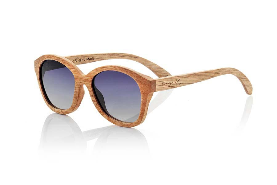 Wood eyewear of Duwood modelo AOUA. Aoua sunglasses are handmade wood Duwood a clear timber with an air of oak wood with a deeper veining, we combine them with brown gray lenses or degraded. You'll be amazed at how degraded and the combination of lenses. Front Measure: 151x55mm | Root Sunglasses®