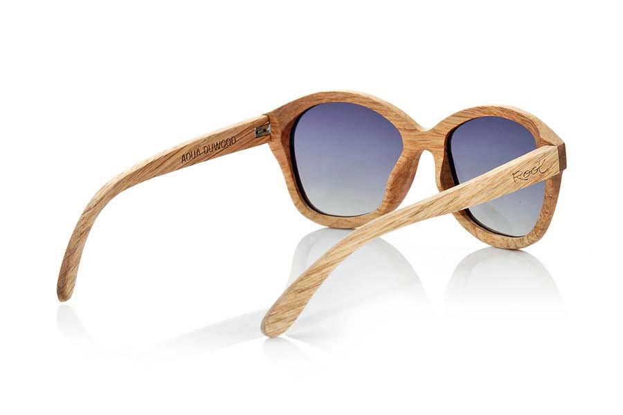 Wood eyewear of Duwood AOUA. Aoua sunglasses are handmade wood Duwood a clear timber with an air of oak wood with a deeper veining, we combine them with brown gray lenses or degraded. You'll be amazed at how degraded and the combination of lenses. Front Measure: 151x55mm  |  Root Sunglasses®