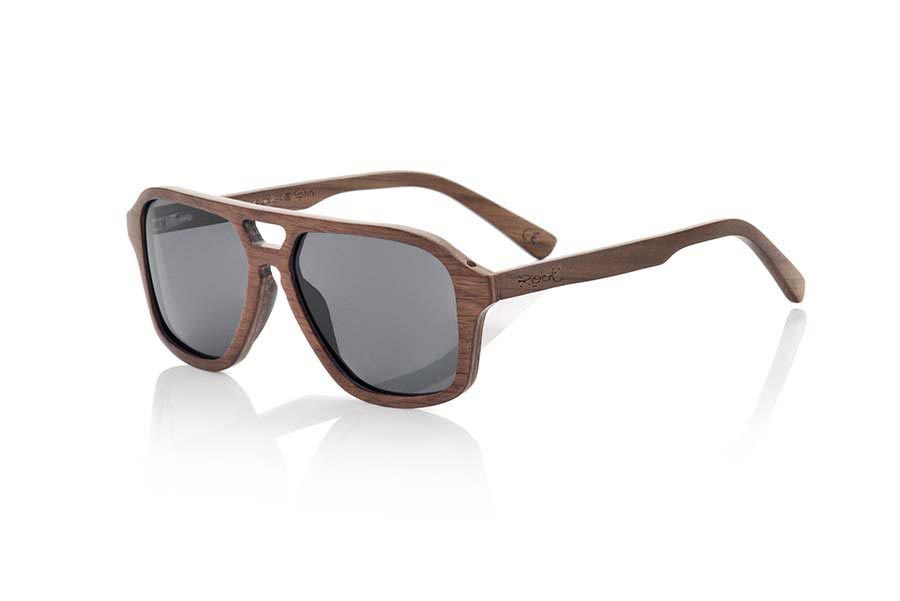 Wood eyewear of Black Walnut modelo MINDANAO. MINDANAO sunglasses are made of Dark Oak wood. The front of this sunglass is broad recalls the famous Aviator model but with forms more angular is simple and elegant thanks to the wonderful veining of the wood with which it is made.  The pins are very fine and elegant and are manufactured in wood of oak dark.  MINDANAO are ready to mount optic Lenses. You will surprise the lightness of this glass, its elegance and the banned of the wood. Measure front: 140x48mm | Root Sunglasses®