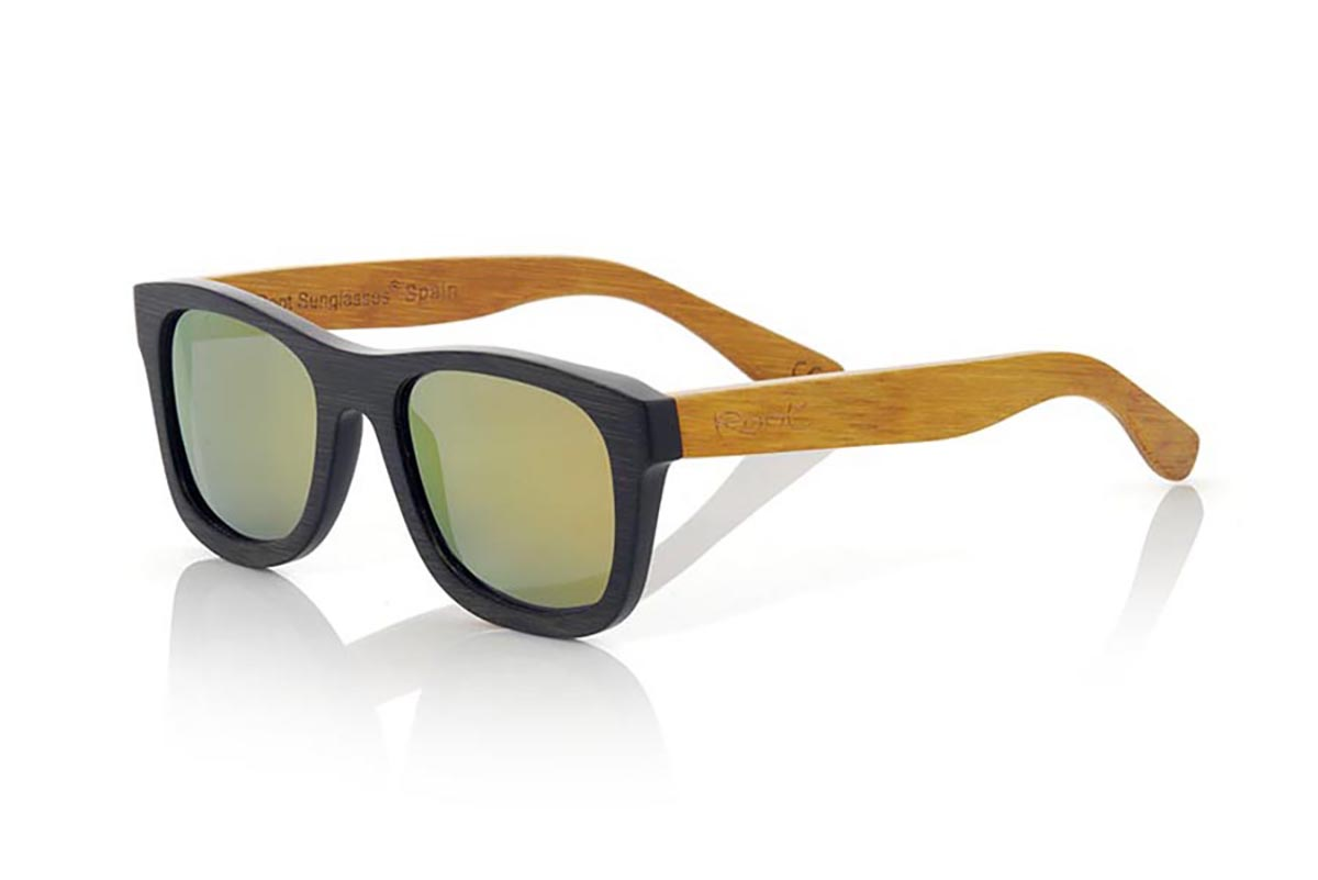 Wood eyewear of Bamboo modelo ONEGA. ONEGA sunglasses are made of bamboo wood combining the frontal in natural bamboo with a black tinted with natural bamboo sideburns with a YELLOW tint, is a classic mount of a size that adapts well to all types of faces of both men and women . The ONEGA is a bet in blue that keeps your eyes clean.  Frontal measurement: 146x50 | Root Sunglasses®
