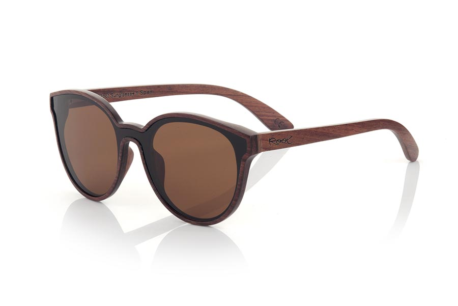 Wood eyewear of rosewood modelo SENA. SENA sunglasses are made of natural rosewood. It is a rounded model with total lens and a very subtle wooden frame. SENA surprises with the beauty of wood in combination with the Total lens. Front measurement: 145x54mm | Root Sunglasses®