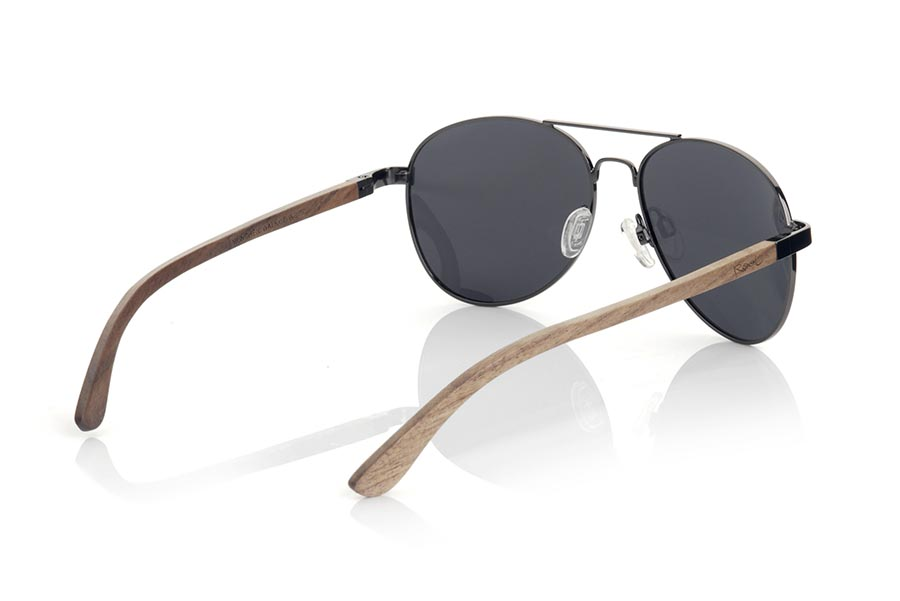 Wood eyewear of zebra MUNCHEN. BERLIN sunglasses are made of black metal frame and natural Zebrano wood temples. A classic Aviator style model combined with several lenses to adapt to your personal style. You will love the combination in zebra wood. Front measurement: 150x50mm  |  Root Sunglasses®